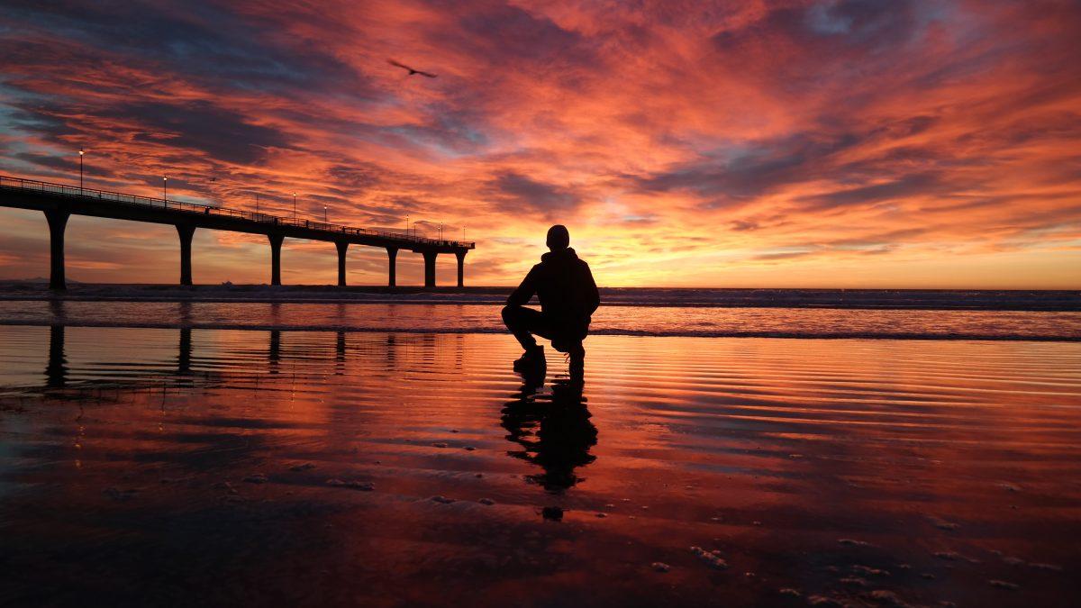 Sonnenaufgang am Pier in New Brighton, Christchurch, Neuseeland.